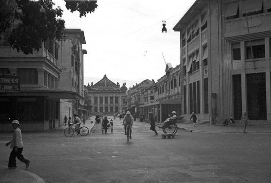 001.Hanoi 1940 - Rue Paul Bert - Ngã tư Tràng Tiền-Ngô Quyền