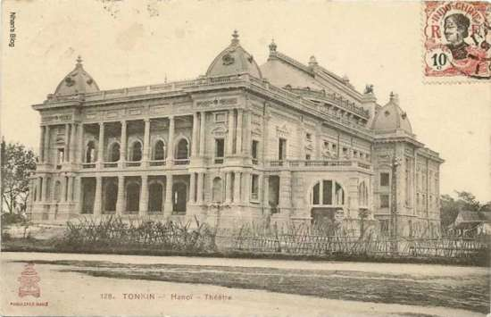 Công trình được khởi công ngày 7 tháng 6 năm 1901 theo đồ án thiết kế của hai kiến trúc sư người Pháp Broyer và V. Harley. Hình ảnh nhà hát lúc đang xây