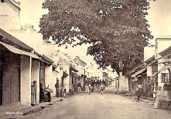 Một trong những bức ảnh cổ nhất về phố Hàng Bạc của bác sĩ Hocquard chụp khoảng năm 1884