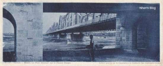 Gầm cầu lên xuống của Cầu Long Biên