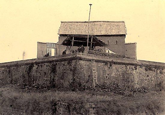 002.Ðồn lính Pháp trấn tại Hồ Tây