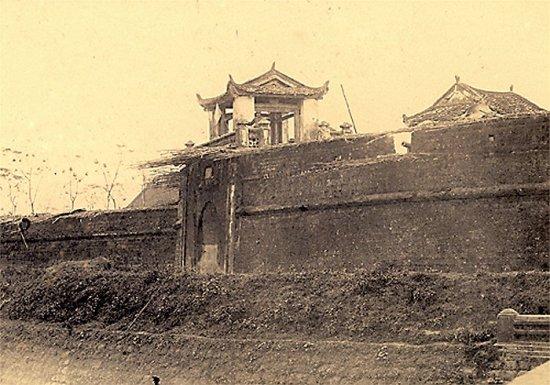 002.Cửa Ðông của thành Sơn-Tây