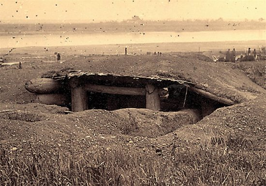 002.Hầm trủ ẩn của GCÐ dọc theo dòng sông Hồng gần Hưng-Hóa