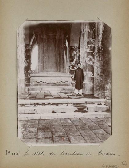 003.Hue (1896-1900) – La stèle du tombeau de Tu-Duc 2