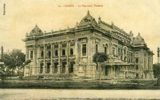 Với kinh phí lên đến 2 triệu franc, dự án Nhà hát thành phố ở Hà Nội đã gây nên những tranh cãi trên một số báo chí tại Pháp thời kỳ đó