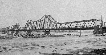 003d..Cầu Doumer trong cuốn 'Guide du Tonkin' chụp bởi Bonnafont năm 1919.