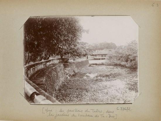 004.Hue (1896-1900) – les pavillons du Trône, dans les jardins du tombeau de Tu-Duc