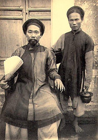 004.Một xã trưởng trong tỉnh Nam-Ðịnh