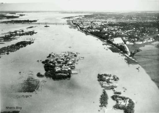 Le fleuve rouge en crue (1929) - Sông Hồng mùa lũ năm 1929.