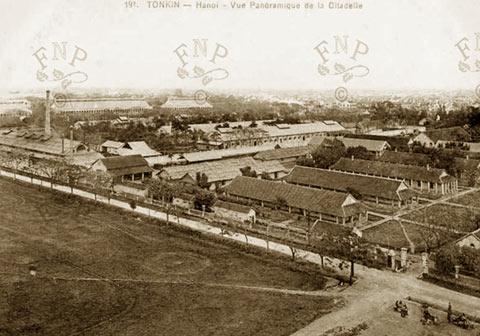 005. Góc nhìn từ cột cờ Hà Nội về phía trại lính phía Đông Bắc 1907