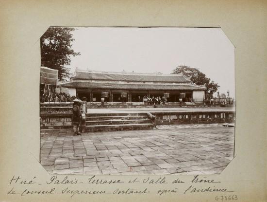 005.Hue (1896-1900) – Palais – Terrasse et salle du trône de conseil superieur - sortant après l'audience