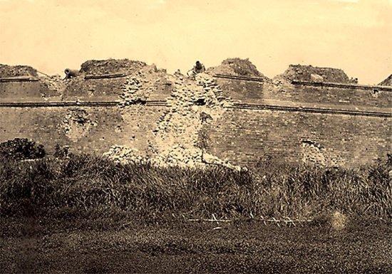 005.Thành Bắc-Ninh bị pháo binh Pháp oanh tạc