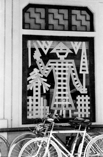 1940 - Window decoration at G. Taupin et Cie publishers in Hanoi