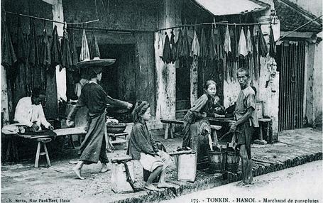 006.Cảnh người dân lao động trên phố hàng Vải
