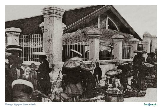 Chợ Cửa Nam, cuối thế kỷ 19 chỉ là khu chợ sau cũng được người Pháp quy hoạch và xây chợ.