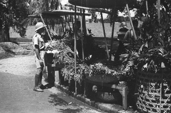 HANOI 1940 - Flower street vendor