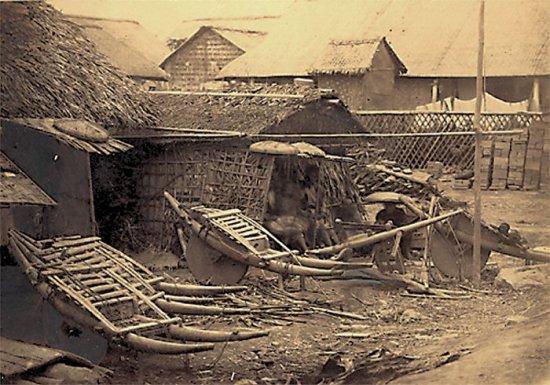 006.Xóm nhà của dân phu khuân vác trên bờ sông Hồng
