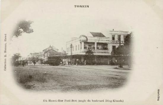 Đại lộ Đồng Khánh (ngã tư Tràng Tiền - Đinh Tiên Hoàng - Hàng Khay -  Hàng Bài ngày nay)