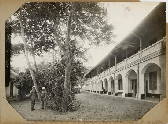 007.Hanoi (1896-1900) - Un des cours du S. Géographique. Một trong các sân của Sở Địa dư