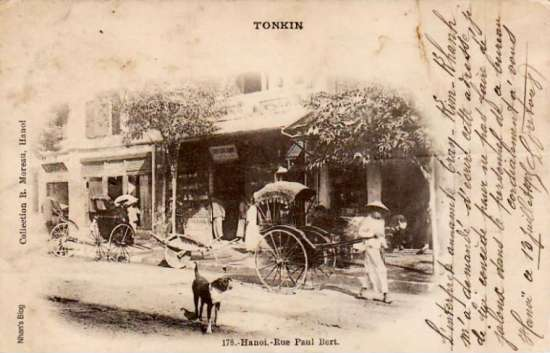 Thời Pháp thuộc phố Hàng Khay và phố Tràng Tiền gọi chung là phố Thợ Khảm (rue des Incrusteurs).