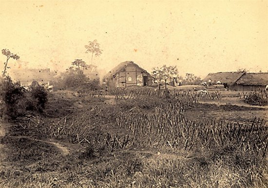 008.Thành lũy bằng tre của quân Trung quốc ở  Hưng-Hóa