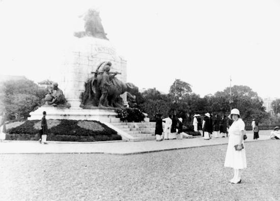 009.VIETNAM 1920-30, Photo by Charles Peyrin (8) - Đài kỷ niệm chiến sĩ trận vong đệ nhất thế chiến