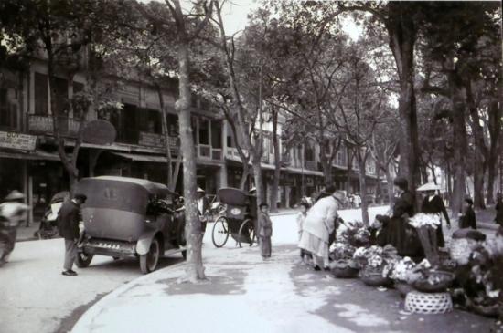 010.Chợ Hoa ven Hồ Gươm-Đầu phố Hàng KHay