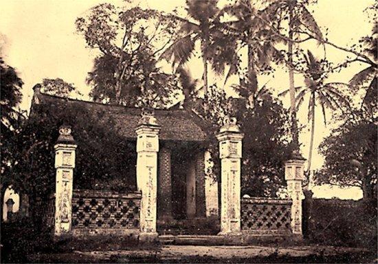 010.Một ngôi chùa (đền -chưa rõ, ven Hồ Tây)