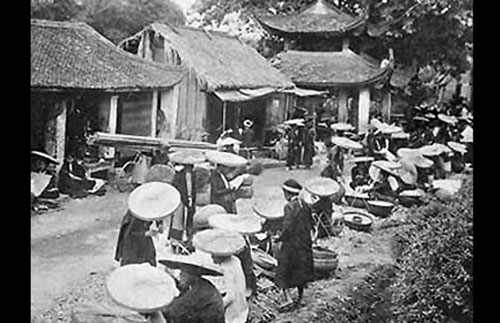 010.Những người bán hàng rong xưa ở Chợ Bưởi