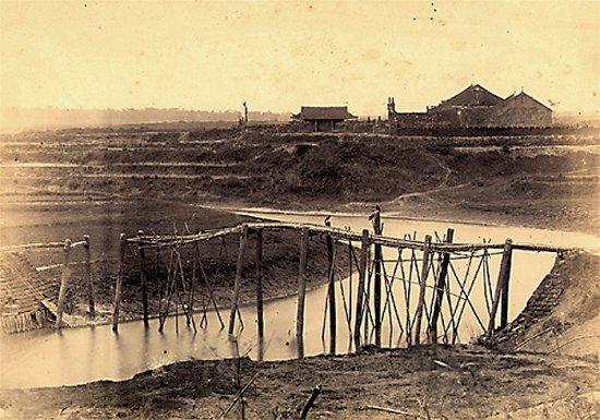 011.Chùa được biến thành thành trì ở Hôi-Dông (hướng Tây thành Sơn-Tây)