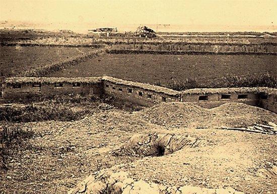 011.Chiến hào do GCÐ dựng lên ở gần Bắc-Ninh