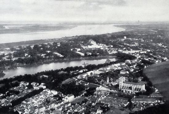 Hồ Hoàn Kiếm và Nhà thờ Lớn năm 1929.