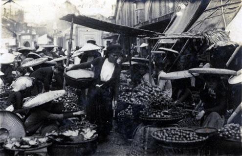 011.Những người bán hàng xưa ở chợ Đồng Xuân Hà Nội