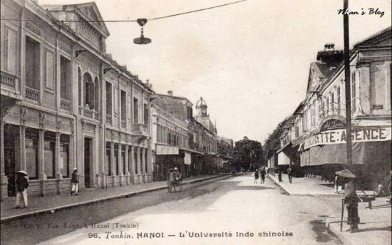 Viện Đại học Đông Dương là nơi tướng Giáp nhận bằng cử nhân luật (Licence en Droit), kinh tế chính trị (économie politique) và lịch sử (histoire).