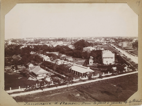 012.(1896-1900) Toàn cảnh Hà Nội, ở phía xa bên trái là Nhà thờ Lớn