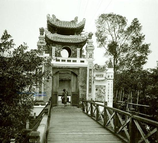 012. Đền Ngọc Sơn, cầu Tê Húc - Hà Nội 1906 a