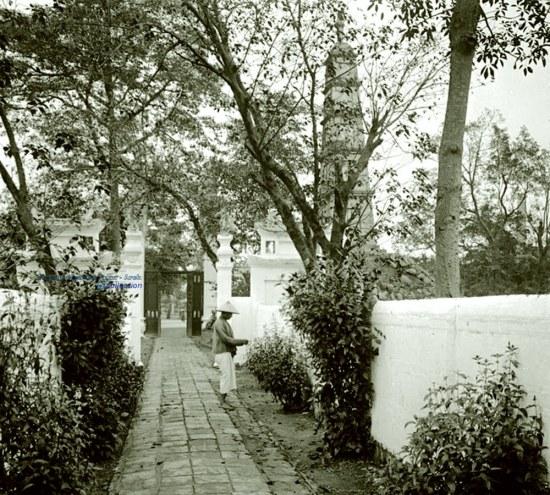 012. Lối vào đền Ngọc Sơn- Hà Nội 1906