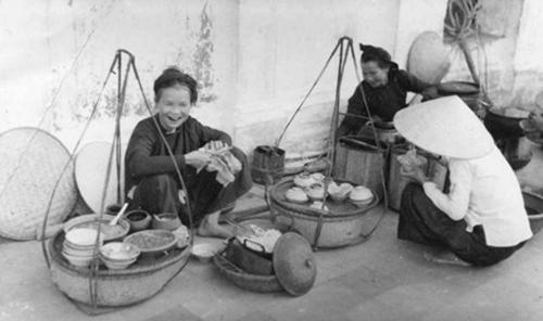 013.Hàng quán rong Hà Nội xưa của những bà, những mẹ răng đen