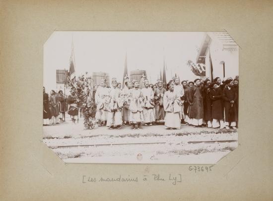 013.Les mandarins à Phu Ly - Những ông quan ở Phủ Lý