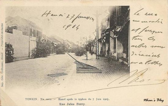 1012. Các hiên liếp bị bão ném xuống phố Hàng Trống (Rue Jules Ferry)