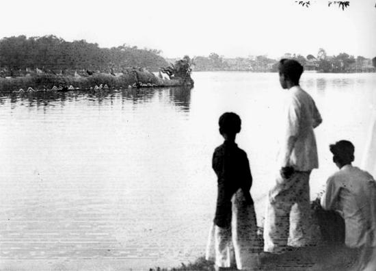 015.thuyền rồng trên hồ Gươm