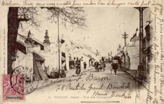 Nhận định đó được củng cố hoàn toàn khi đối chiếu với bức bưu ảnh có nhật ấn 1904.