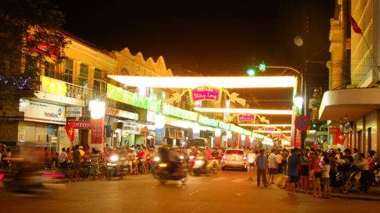 Ngày nay hiệu thuốc J. Blanc xưa là tiệm may Veston Bình Minh, phần đầu hồi quay sang phố Ngô Quyền là ATM Vietin Bank