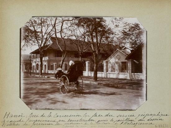 016.(1896-1900) Phố Nhượng địa (nay là Phạm Ngũ Lão) đối diện Sở Địa dư