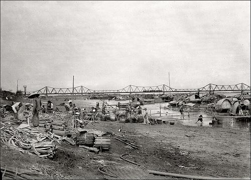 016.Hanoi in the 1930s - Quai Clemenceau and Pont Long Biên2