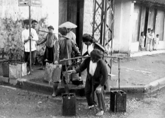 016.VIETNAM 1920-30, Photo by Charles Peyrin (17) - góc phố nào
