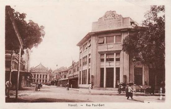 Để sau đó mọc lên tòa nhà Chi nhánh Ngân hàng Pháp - Hoa (Banque Franco Chinoise) với phong cách Art Deco. Đó là khoảng năm 1925 khi các ngân hàng Banque de Paris, Pays - Bas, Banque de l'Indochine, Banque Lazard cùng Chính phủ Trung Hoa thành lập lên ngân hàng này.