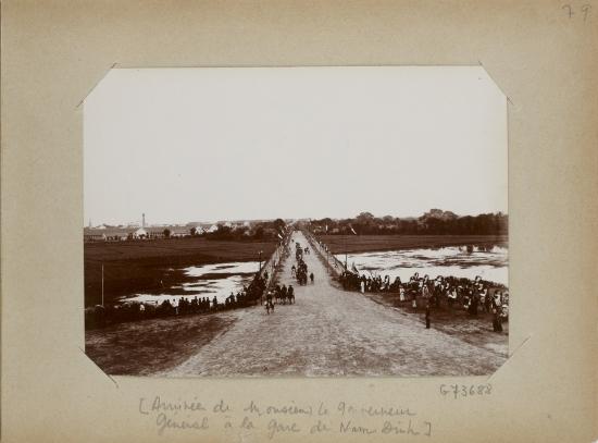 017.Arrivée de monsieur le Gouverneur général à la Gare de Nam-Dinh