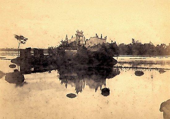 017.Một ngôi chùa trên một cù lao giữa sông Hồng gần Hưng-Hóa