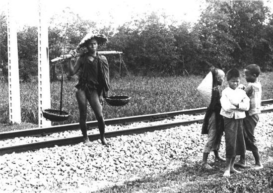 017.VIETNAM 1920-30, Photo by Charles Peyrin (18) - trời có vẻ đang rét lắm